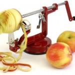 Красная машинка для чистки яблок